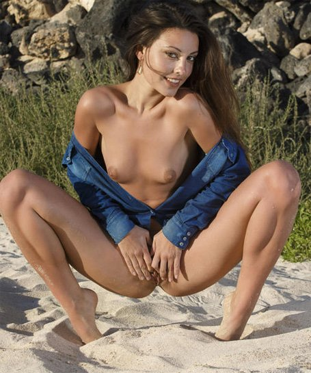 outdoornudes-lorena